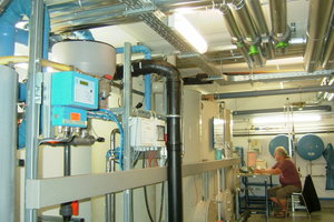 """<irspacing style=""""letter-spacing: -0.015em;"""">Mehrstufige Aufbereitungsanlage für Grauwasser: Die biologische Reinigung erfolgt im Wirbelbettverfahren mit anschließender UV-Desinfektion.</irspacing>"""