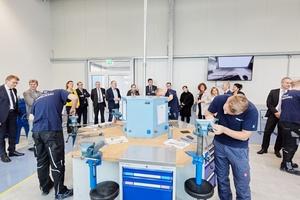 In Anholt wurde eine neue Ausbildungswerkstatt eingeweiht. Die Werkstatt, in die das Unternehmen 1,4 Mio. € investiert hat, wird derzeit von 21 Auszubildenden genutzt.