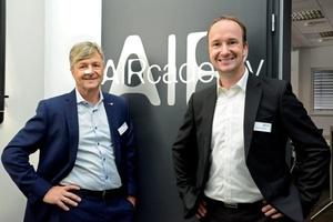 Bernhard Fritzsche, Geschäftsführer der ValloxX GmbH (links) eröffnete mit dem neuen Leiter der Schulungsabteilung Stephan Schreck die neugestaltete AIRcademy in Dießen.