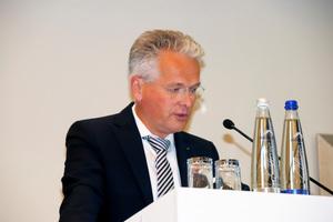 "<irspacing style=""letter-spacing: -0.015em;"">Professor Dr.-Ing. Christoph Kaup bei der Begrüßung zur FGK-Mitgliederversammlung</irspacing>"