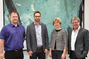 Stabübergabe mit (v.l.n.r.) Prof. Mike Zehner, Dr. Andreas Mayr, Prof. Dr. Silke Stanzel und Prof. Heinrich Köster
