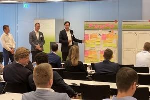 Thomas Steil (ComConsult), Dirk Otto (Gegenbauer Facility Management) und Klaus Dederichs (Drees & Sommer)(v.l.n.r.) präsentieren Ergebnisse des Smart Building Innovations-Workshops.