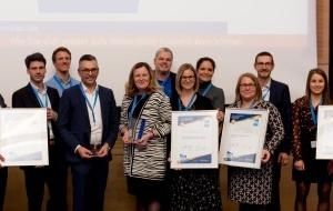 : Die Teams der Gewinner-Büros bei der Verleihung des QualitätsPreises Planer am Bau 2019 am 14 November in Köln gemeinsam mit den Initiatoren.