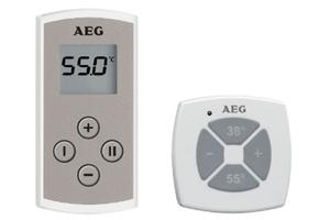 """Zur bequemen Temperatureinstellung mit nur einem Tastendruck: In der Küche wird häufig Warmwasser benötigt – mit der Fernbedienung des elektronischen Durchlauferhitzers """"DDLE Kompakt FB 11/13"""" (links) ist die temperaturgenaue Anforderung bis 60 °C (Displayanzeige) kein Problem. Mit dem Temperaturfunktaster (rechts) kann die Wunschtemperatur am vollelektronischen Durchlauferhitzer """"DDLE ÖKO ThermoDrive"""" eingestellt werden."""