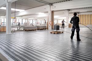 Das extra weiche Aluminiumverbundrohr des Systems liegt formstabil auf dem Abroller und die Verlegung erfolgt weitgehend drallfrei.