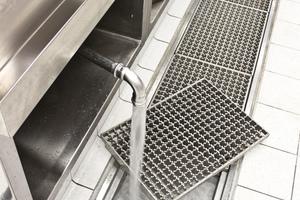… Hygiene-Kastenrinnen für die Großküchenplanung, die nach individuellen Anforderungen gefertigt werden.