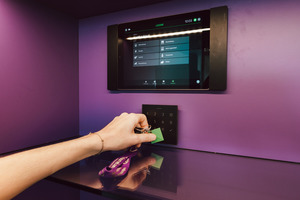 Der NFC-Anhänger gilt als Zahlungsmittel in den drei Selbstbedienungsbars des Gebäudes.