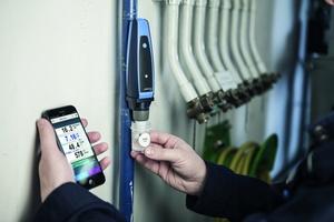 """Das """"CAPBs sens WQ&nbsp;10"""" überträgt die Messwerte per Bluetooth direkt auf das Smartphone oder Tablet.<br />"""
