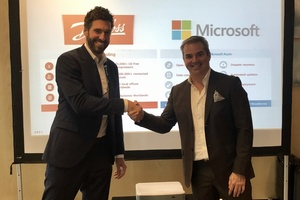 Jan-Hendrik Sewing, Senior Vice President Electronic Controller, Danfoss, und Chris Dial, Senior Director, Cloud ISVs, Microsoft
