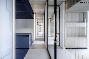 Sichtbeton und gedeckte Farben finden sich im Dallmer-Neubau wieder. Insgesamt ein stimmiges Gesamtkonzept, welches zudem funktionell ist.