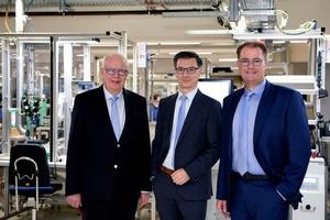 Bernhard (links) und Michael (rechts) Juchheim führen seit Januar 2020 die Jumo-Unternehmensgruppe gemeinsam mit Dimitrios Charisiadis (Mitte).