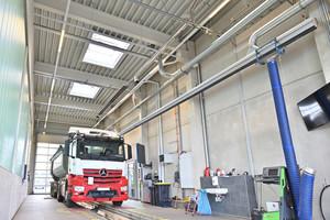 Auch am sporadisch genutzten TÜV-Arbeitsplatz zahlen sich Dunkelstrahler durch schnelle Aufheizzeiten aus.