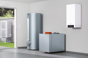 """Für die Nachrüstung bestehender Brennwertgeräte entwickelt: Hybrid-Wärmepumpe """"Vitocal 250-S"""" (rechts)."""