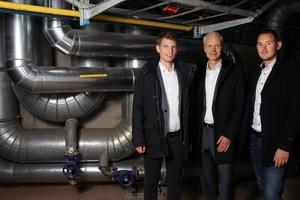 Philipp Müller, Professor Dr. Karsten Körkemeyer und Andreas Glöckner befassen sich mit der neuen Heiztechnik (v.l.n.r.).
