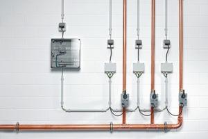 """Mit dem """"SWS Leckageschutz-Ventil"""" – Funk oder Kabel – verknüpft Schell Hygienespülung und Leckageschutz in einer Armatur und integriert sie in das Wassermanagement-System """"SWS""""."""