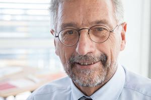 """Karl-Walter Schuster ist im Vorstand des Fachverbands Gebäude-Klima e.V. (FGK) und im Präsidium des Bundesindustrieverbands Technische Gebäudeausrüstung e.V. (BTGA) aktiv. Er ist außerdem Mitglied des Aufsichtsrates von """"planen-bauen 4.0""""."""