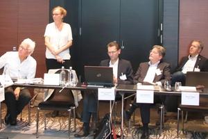 v.l.n.r.: Prof. Dr.-Ing. M. Norbert Fisch (EGSplan), Andrea Voigt (EPEE), Rainer Homeyer-Wenner (Bauverlag), Uwe Steinbach (Toshiba), Wolfgang Mayrhofer (Swegon)