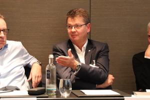 Dirk Eggers (Panasonic), Rainer Feichtmeier (Daikin) und tab-Chefredakteur Christoph Brauneis