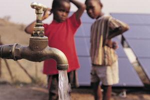 Im Jahr 2018 haben fast eine Million Menschen in Subsahara-Afrika Zugang zu sauberem Trinkwasser erhalten – durch die Arbeit, die Grundfos im Rahmen der Zusammenarbeit mit World Vision leistet.