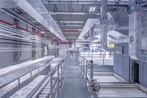 Obere Technikebene der Produktionshalle für Airbus Ariane 6 Rakete in Bremen