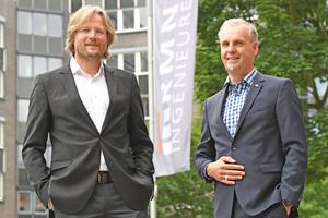 Mit großer Freude feiert die RMN Ingenieure GmbH ihr 25-jähriges Firmenbestehen. Die beiden Geschäftsführer Burkhard Waldeck und Frank Fabian können auf 25 Jahre voll spannender Projekte, immer wieder neue Herausforderungen und neue technische Systeme in einem immer schneller, anspruchsvoller und professioneller werdenden Umfeld zurückschauen. Dazu kommen 25 Jahre der Weiterentwicklung, in denen das Büro von einem kleinen inhabergeführten Unternehmen zu einem mittelständischen Ingenieurbüro mit 80 festangestellten Mitarbeitern vorangeschritten ist. Das Jubiläum nutzt die tab-Redaktion zu einem Interview mit dem Geschäftsführer Burkhard Waldeck (links neben dem weiteren Geschäftsführer Frank Fabian).