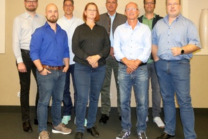 Die Gründungsmitglieder des DVQST (v.l.n.r.):  Helmut Röhner, Tim Fischer, Christian Strehlow (Schatzmeister), Alexandra Bürschgens (Schriftführerin), Hartmut Hardt, Andreas Glause (2. Vorstand), Carsten Freitag, Arnd Bürschgens (1. Vorstand)