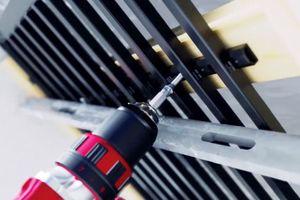 In animierten Bewegtbildern wird die Montage des Flächenheiz- und Kühlsystems aquatherm black system in verschiedenen Anwendungsbereichen vorgestellt.