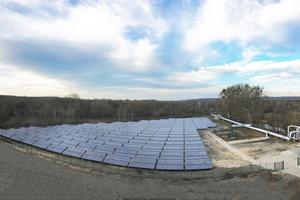 Die Kollektorfelder der Marke Ritter Solar XL in Potsdam sind eine der größten Solarthermieanlagen Deutschlands. In Betrieb genommen wurden sie im Rahmen einer umfassenden Dekarbonisierungsstrategie der Energie und Wasser Potsdam GmbH.