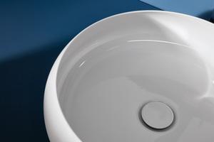 Die elegante Verjüngung der Waschtisch-Schale nach oben ist ein praktischer Spritzschutz.