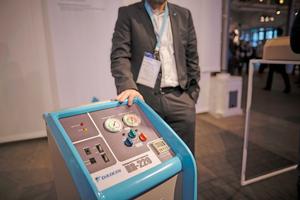 """Einführung des Recycling-Geräts """"Eco Cycle"""" für Kältemittel"""