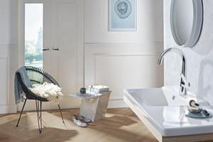 Als seitenbediente Variante kombiniert die neue Waschtischarmatur klare, geometrische Formen mit soften Rundungen und moderner Funktionalität.<br />