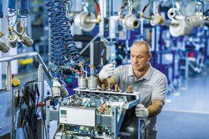 Wärmepumpenmontage der Vaillant Group in Remscheid. Der Heiztechnikspezialist hat 2019 einen Rekordumsatz von über 2,6 Mrd. € erzielt.