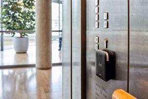 Wandleser zur Aufzugsteuerung im Kreishaus Gütersloh