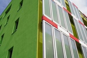"""Das """"BIQ""""-Gebäude: Mikroalgen in der Fassade produzieren Biomasse und Wärme."""