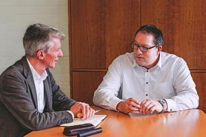 Lukas Verlage, Geschäftsführer Colt International GmbH (rechts), im Gespräch mit tab-Chefredakteur Christoph Brauneis