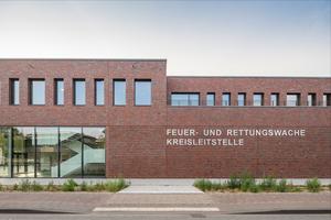 Der Entwurf der Feuer- und Rettungswache mit Kreisleitstelle stammt vom Büro ARQ Architekten Rintz und Quack GmbH.