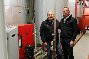 Gute Zusammenarbeit: Gino Valerio Bruno (links), Pumpen Binek, und Mark von den Hoff, Spirotech, vor einer tadellos funktionierenden Anlage.