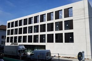 Betonkernaktivierung, Fußbodenheizung und Deckenstrahlplatten sind im Neubau der John-Cranko-Schule aufeinander abgestimmt.