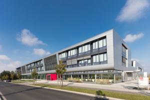 Das Niedersächsisches Forschungszentrum Fahrzeugtechnik in Braunschweig wurde mit den Iconic Awards 2015 ausgezeichnet.