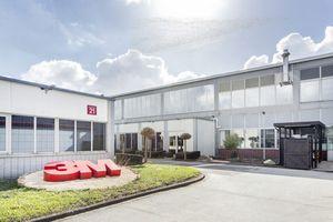 Apleona rüstet ein neues 3M-Produktionsgebäude in Hilden mit Gebäude-  und Energietechnik aus.