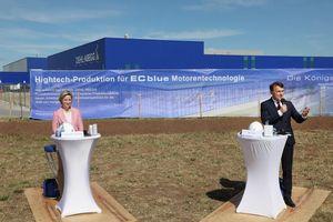 Dr. Nicole Hoffmeister-Kraut, Wirtschaftsministerin von Baden-Württemberg und Peter Fenkl, Vorstandsvorsitzender der Ziehl-Abegg SE