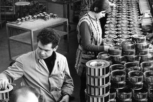 Mitarbeiter bei der Produktion von Radialventilatoren 1968 in Mulfingen