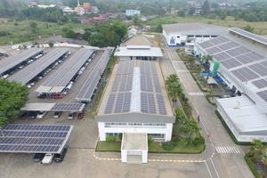 Ausgestattet mit Solartechnologie, spart der Produktionsstandort in Klaeng/Thailand bis zu 2.000 t CO<sub>2</sub> pro Jahr ein.