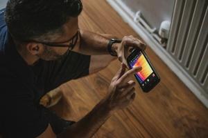 Kombis von IR-Kamera und Smartphone/ Tablet haben den Vorteil, dass Wärmebilder per App bearbeitet und sofort weitergeleitet werden können.
