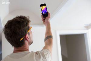Aufgrund der Leistungsdaten eignen sich IR-Kompaktkameras i.d.R. eher für einfache Anwendungen – beispielsweise eine grobe Lokalisierung von Wärmebrücken, undichten Fenster oder Leckagen.