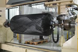 """Roth nutzt Synergien innerhalb der Firmengruppe zur Herstellung von Wärmespeichern für die Gebäudetechnik im """"Filament Winding""""-Verfahren am Standort der Roth Werke GmbH in Dautphetal."""