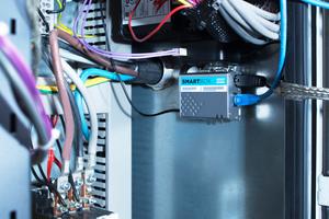 """Atlas-Copco-Kompressoren älterer Baureihen mit der """"Mk5""""-Steuerung, bei denen """"Smartlink"""" noch nicht integriert ist, können Betriebsdaten über eine """"Smartbox"""" übermitteln."""