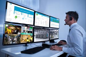 """Das Fernüberwachungssystem """"Smartlink"""" überwacht alle Maschinen innerhalb einer Kompressorstation nahezu in Echtzeit und wertet die anfallenden Daten systematisch aus."""