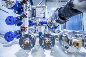 """Verfahrenstechnik pur, """"ready for connection"""": der Wärmetauscher in der Installationsphase"""