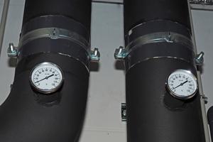 Verteilt wird über ein Kaltwassernetz bei Temperaturen von 6/12 °C im Vor- und Rücklauf.